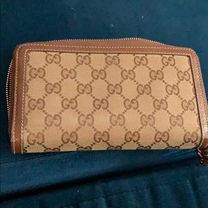 Gucci brown AUTHENTIC Wallet.